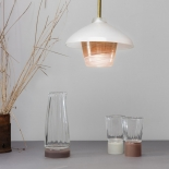 La carafe - Les verres - Suspension Lanterne - Collection Moire - Moka et beige clair - Atelier George - Photo ©Atelier George
