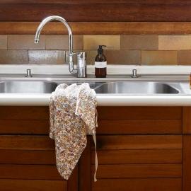 Le torchon en lin lavé - Fleuri Curry - Linge Particulier - Photo ©Linge Particulier