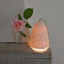 Lampe baladeuse en porcelaine, fil tressé écru, Myriam AIT AMAR ©GARANCE CASSIEN