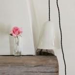 Lampe baladeuse en porcelaine à pois, fil torsadé noir -  Myriam AIT AMAR - Photo ©GARANCE CASSIEN