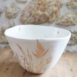 """Saladier """"envolée de plantes dorées"""" en porcelaine blanche - Myriam Aït Amar - Photo ©GARANCE CASSIEN"""