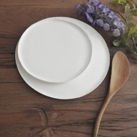 Assiette en faïence - Collection Basic -  Moana Céramiques - Photo ©GARANCE CASSIEN