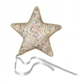 Coussin étoile à suspendre - Rétro - Tissu Adeladja Liberty - La petite étoile - Photo ©GARANCE CASSIEN