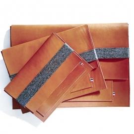 Housse en cuir pour ordinateur et tablette - Doudy - Leonny Cha - Photo © Leonny Cha