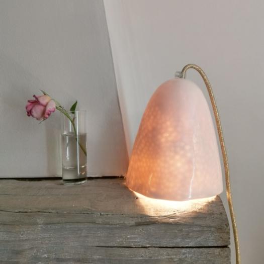 Lampe baladeuse en porcelaine, fil doré, Myriam AIT AMAR ©GARANCE CASSIEN