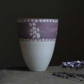 Vase porcelaine blanche - violet - céramiques Laetitia Leclere - Photo © Laetitia Leclere