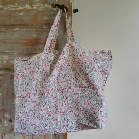 Le sac cabas en lin lavé Fleuri rose Linge Particulier - Photo © GARANCE CASSIEN