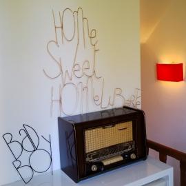 Liberté - Mot de décoration murale en métal doré -  Zoé Rumeau - Photo © GARANCE CASSIEN