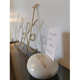 Galet mot doux de porcelaine et or de Myriam Aït Amar - Photo © GARANCE CASSIEN