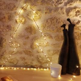 Sapin doré & guirlande de lumière cuivre - led - Zoé Rumeau - Photo © GARANCE CASSIEN