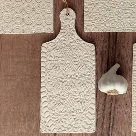 Planches à découper en faïence impression 2 - Moana céramiques - Photo © GARANCE CASSIEN